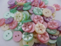 13MM WHEEL 120 ASSORTED BABY FRUITGUM BUTTONS SIZE 22