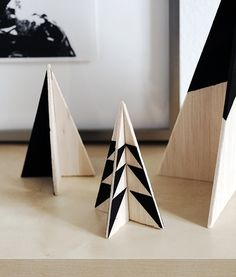 How To Make a DIY Modern Wooden Christmas Tree Set is part of Christmas tree set - A really simple, festive, and modern table top Christmas tree DIY project using just some balsa wood and paint Super cheap a Black Christmas Trees, Wooden Christmas Trees, Wooden Tree, Noel Christmas, Wooden Diy, Christmas Crafts, Christmas Decorations, Holiday Decor, Diy Wood