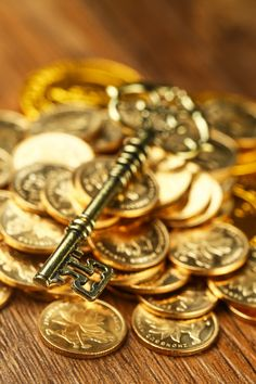 Gold Coin Wallpaper, O Ritual, Raining Money, Gold Bullion Bars, Money Pictures, Gold Everything, Gold Money, Gold Aesthetic, Pirate Treasure
