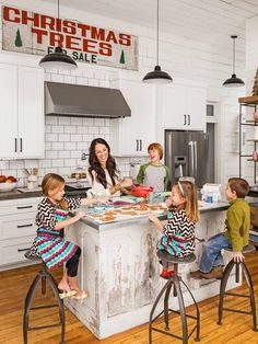 "Chip and Joanna Gaines HGTV ""Fixer Upper"" Farmhouse | hookedonhouses.net"