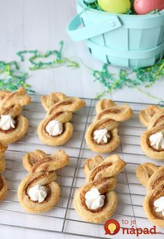 Cinnamon sugar bunnies are a fun, easy Easter treat to make with your kids. Click through for the simple Easter dessert instructions. Easy Easter Desserts, Kid Desserts, Easter Treats, Easter Recipes, Dessert Recipes, Recipes Dinner, Dessert Ideas, Dessert Simple, Easter Brunch