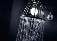 """Sprichwörtlich erhellend: Wer hier duscht, genießt in jedem Fall kreative Momente. Fest verbaute LED-Technologie macht diese ungewöhnliche Brause möglich. Foto: Axor / Hansgrohe SE - Brause """"LampShower"""""""