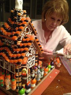 Halloween Gingerbread Houses: Tips & Tricks; Halloween Gingerbread House, Gingerbread House Patterns, Cool Gingerbread Houses, Gingerbread House Parties, Halloween House, Gingerbread Cookies, Halloween Desserts, Halloween Cakes, Halloween Treats