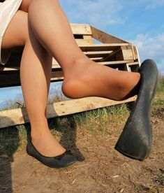 Nylons Heels, Pantyhose Legs, Ballerina Flats, Ballet Flats, Ballerinas, Cute Flats, Cute Girl Outfits, Polish Girls, Girls Wear