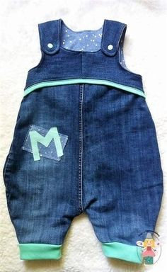 Hello everyone, here I have mega colle dungarees made from old jeans . Hello dear ones, here I have mega colle dungarees made from old jeans patterns from idyllish. Source by sewtonew Fashion Kids, Fashion Outfits, Sewing For Kids, Baby Sewing, Sewing Clothes, Diy Clothes, Jean Diy, Altering Jeans, Baby Outfits