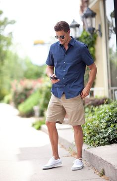 tans shorts, a navy shirt and white sneakers