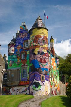castles Grafitti-Covered Kelburn Castle (Kelburn, Scotland) the entrance to Warwick Castle Abandoned Castle - Belgium Abandoned Home Oh The Places You'll Go, Places To Travel, Places To Visit, Unusual Buildings, Street Art Graffiti, Graffiti Artists, Famous Castles, Amazing Art, Awesome