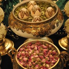 Dried roses and the henna eggs represent prosperity for the bride and groom Morrocan Henna, Moroccan Bride, Moroccan Art, Moroccan Theme, Moroccan Wedding, Haft Seen, Food Inspiration, Wedding Inspiration, Drying Roses
