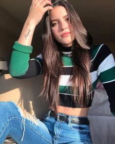 Stylish Sweaters To Keep You Cozy This Fall « niubi. Cute Poses For Pictures, Poses For Photos, Beautiful Pictures, Photography Poses Women, Portrait Photography, Photography Colleges, Photography Reflector, Umbrella Photography, Photography Jobs