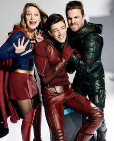 Stephen Amell (arrow), Grant Gustin (The flash), Melissa Benoist (supergirl) Dc Comics Tv Shows, Dc Tv Shows, Superhero Shows, Superhero Memes, Marvel Dc, Marvel Comics, Flash Y Supergirl, Supergirl Superman, Supergirl 2015