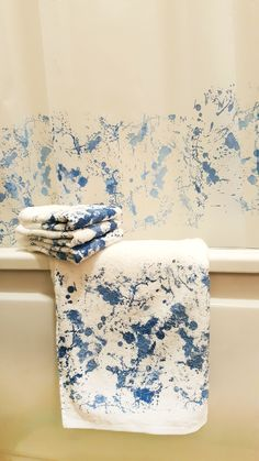 Ink spots on fresh towels! Don't worry, it's the Screen Sensation + Bespattered screen used to create a wonderful bathroom set! Cotton towels and plastic shower curtain Décor Crafts, Feb 2017, Cotton Towels, Bathroom Sets, Origins, Don't Worry, Screen Printing, Plastic, Craft Ideas