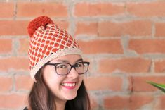 The lattice-like effect of this crochet pineapple toque is easily done with double crochet stitches in two colours of yarn.