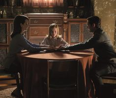 First trailer, images and poster for the horror sequel OUIJA: ORIGIN OF EVIL starring Elizabeth Reaser, Lulu Wilson, Henry Thomas, Kate Siegel and Lin Shaye. New Trailers, Movie Trailers, Ouija Origin Of Evil, Madea Halloween, Elizabeth Reaser, Trailer Song, Latest Hollywood Movies, Are You Not Entertained, Best Horror Movies
