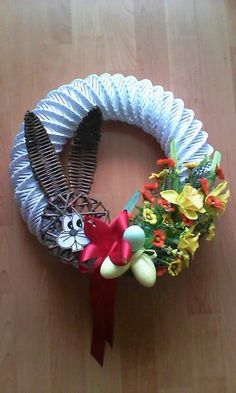 Venček Hobbies And Crafts, Diy And Crafts, Egg Carton Crafts, 3d Origami, Paper Basket, Easter Wreaths, 4th Of July Wreath, Burlap Wreath, Happy Easter
