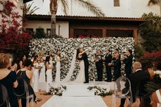 Golden California Wedding at Hummingbird Nest Ranch Wedding Goals, Wedding Blog, Our Wedding, Dream Wedding, Wedding Themes, Wedding Photos, Flower Wall Wedding, Floral Wedding, Wedding Dress