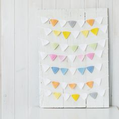 Guirnalda de ganchillo Shower, Prints, Crochet Garland, Garlands, Colors, Rain Shower Heads, Showers
