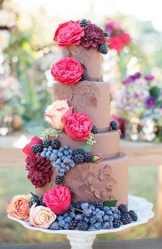 From the delicate ruffles, to the oh so pretty flower details, to the romantic sweet colors, we are over the moon to be sharing these amazingly beautiful wedding Chocolate cakes.