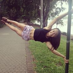 14 years old perfect human flag @christinecross99 #humanflag #barstarzz #calisthenics