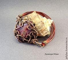 Браслет с эвдиалитом wire wrap. Браслет выполнен в технике wire wrap,  с медью и эвдиалитом (природным) на подложке, (происхождение Россия). Браслет будет замечательно смотреться с колье Чародейка…
