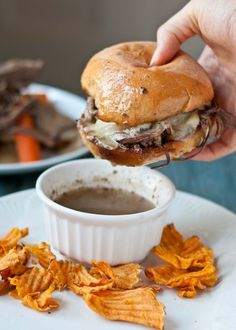 Slow Cooker Beef Brisket French Dip Sandwiches – (Free Recipe below) Loading. Slow Cooker Beef Brisket French Dip Sandwiches – (Free Recipe below) Slow Cooker Beef, Slow Cooker Recipes, Crockpot Recipes, Cooking Recipes, Dinner Crockpot, Think Food, I Love Food, Beste Burger, Great Recipes