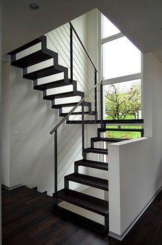 treppenhaus mit stufen aus holz und handlauf haus pinterest handlauf treppenhaus und stufen. Black Bedroom Furniture Sets. Home Design Ideas