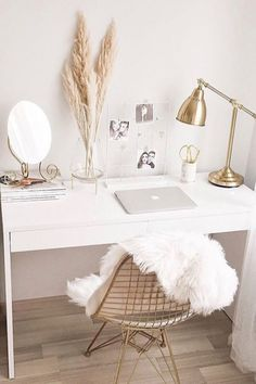 Turn your workspace into a dream office. Check out these 30 stylish home office ideas that will inspire you to design a work-friendly space in your own home, whether you've got an entire room or just a tiny corner. Cute Bedroom Decor, Teen Room Decor, Home Office Decor, Office Ideas, Office Inspo, Aesthetic Room Decor, Minimalist Home Decor, Bedroom Layouts, Dream Rooms