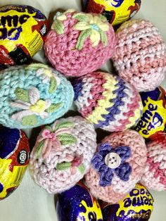 Gorgeous crochet pattern to create a cover or cosy for a Cadbury's Creme Egg