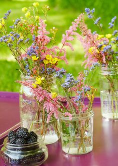 Upgrade your yard with colorful planters, simple wind chimes, a pretty birdhouse, and more with these easy-to-follow (and budget-friendly) ideas. #outdoorideas #decorideas #curbappeal #porchdecor #bhg Wildflower Centerpieces, Diy Table, Patio Table Centerpieces, Garden Table, Diy Planters, Mason Jar Diy, Flower Pots, Flower Arrangements, Outdoor Ideas