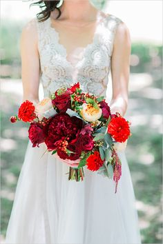red bouquet details @weddingchicks