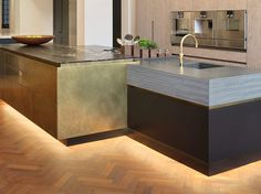 It's all in the details with this layered-effect granite worktop, antique brass- wrap and matt black finish in the Roundhouse Wigmore St flagship showroom Kitchen Cabinet Design, Kitchen Storage, Bespoke Kitchens, Modern Kitchens, Functional Kitchen, Round House, Building A House, Kitchen Island, Contemporary