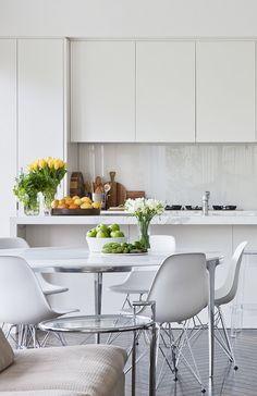 Lavender Grey Floor White Marble Kitchen : Great Grey Floor White Kitchen – The Kitchen White Marble Kitchen, Glass Kitchen, New Kitchen, Kitchen Interior, Kitchen Decor, Kitchen Grey, Green Marble, Kitchen Ideas, Kitchen Styling