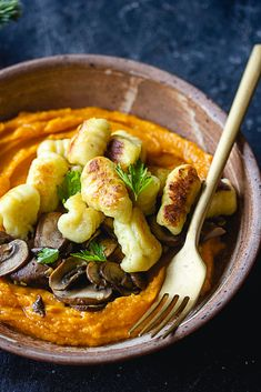 Vegan Christmas plate: Gnocchi, butternut puree and mushrooms - - Healthy Eating Recipes, Healthy Cooking, Vegan Recipes, Gnocchi, Plats Healthy, Plat Vegan, Vegan Kitchen, Food Festival, Winter Food