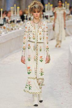 Chanel Pre-Fall 2012 Fashion Show - Edie Campbell (VIVA)