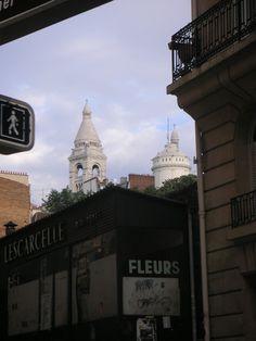 Ce+cher+Sacré-Cœur+:+Des+raisons+historiques+me+font+ne+pas+apprécier+ce+monument.+Je+n'en+aime+pas+l'architecture. Pour+autant+j'y+ai+passé+à+la+fin+des+années+90+une+visite+merveilleuse,+accompagné+quelques+touristes+bien-aimés,+il+fut+un+des+rares+lieux+parisiens+de+mon+enfance,+longtemps+visible+de+ma+fenêtre+et+continue+à+m'accompagner+avec+une+forme+de+bienveillance,+comme+pour+se+faire+pardonner. ...