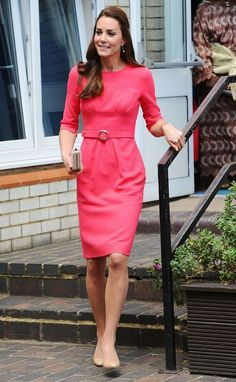 Kate Middleton Photos Photos - Catherine, Duchess of Cambridge visits an M-PACT Plus Counselling programme at Blessed Sacrament School on July 2014 in London, England. - Kate Middleton Visits a Counseling Program Kate Middleton Outfits, Style Kate Middleton, Kate Middleton Photos, Kate Middleton Wedges, Alexander Mcqueen Kleider, The Duchess, Duchess Of Cambridge, Princess Kate, Office Fashion