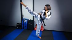 Tips to Improve the Roundhouse Kick Taekwondo Training, Roundhouse Kick, Social Media Video, Round House, Self Defense, Tai Chi, Kickboxing, Kung Fu, Karate
