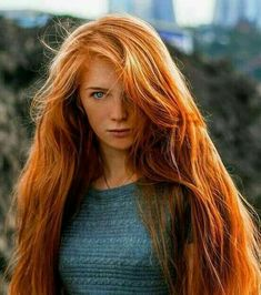 Redhair Hot Girl Lange rote Haare Why does that rhinestone t-shirt sparkle so brilliantly? Long Red Hair, Girls With Red Hair, Thick Hair, Dark Hair, Brown Hair, Beautiful Red Hair, Gorgeous Redhead, Red Heads Women, Red Hair Woman