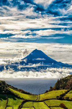 Tirem muitas e muitas fotografias ao Pico. // Take loads and loads of pictures of Pico.island hoping,... So fun