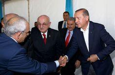 """""""Darbelere karşı demokrasi ve milli irade"""" demek için Yenikapı'da milyonlarca vatandaş ile birlikte olan siyasi liderler, miting programı öncesi bir araya geldi."""