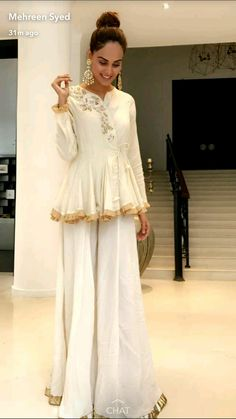 Modest Dresses, Pretty Dresses, Casual Dresses, Dress Indian Style, Indian Dresses, Pakistani Outfits, Indian Outfits, Short Frocks, Look Short