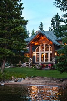 cabin by the lake. ❤--don't understand why the window surrounds aren't dark in color, would look so much better