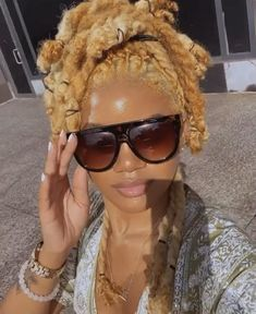 Dyed Natural Hair, Natural Hair Tips, Natural Hair Styles, Natural Hair Weaves, Dreads Styles For Women, Short Locs Hairstyles, Blonde Dreads, Dreadlock Styles, Aesthetic Hair