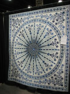 Amazing blue & white quilt - I would lose my mind trying to do this Two Color Quilts, Blue Quilts, Star Quilts, Quilt Blocks, Red And White Quilts, Quilt Festival, Traditional Quilts, Textiles, Applique Quilts