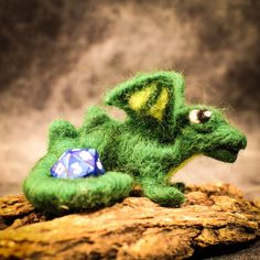 Felted dragon protecting your RPG dice. #dungeonsanddragons #dragon #felting #craft #handmade #handmadeisbetter #lomahsee #fun #bossbabe  lomahsee.com