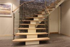 Kurvet midtvangetrapp med ekstra brede trinn | Curved center string stair extra wide steps Stairs, Design, Home Decor, Stairway, Decoration Home, Room Decor, Staircases, Home Interior Design