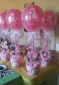 Centerpieces with latex balloons for baby shower decoration. - Centerpieces with latex balloons for baby shower decoration. Idee Baby Shower, Fiesta Baby Shower, Shower Bebe, Baby Shower Favors, Baby Shower Cakes, Shower Party, Baby Shower Parties, Baby Shower Themes, Baby Boy Shower