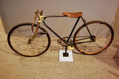 Bend down low Velo Vintage, Vintage Cycles, Vintage Bikes, Road Bike Wheels, Road Bikes, Cycling Bikes, Bici Retro, Retro Bike, Buy Bicycle