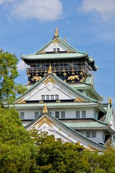 Our recommendation for things to do and sites to see in Osaka, Japan. Osaka Castle, Namba, and Shintennoji Temple! Asian Architecture, Amazing Architecture, Best Boutique Hotels, Best Hotels, Japan Honeymoon, All About Japan, Osaka Castle, Sea Of Japan, Tokyo Hotels