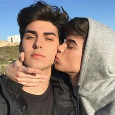 Zander Hodgson and Troy Pes Tumblr Gay, Lgbt Couples, Cute Gay Couples, Cute Couples Goals, Gay Aesthetic, Couple Aesthetic, Gay Lindo, Couple Goals Cuddling, Young Love