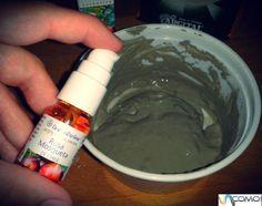 Como fazer uma máscara de argila para o rosto. A argila é um dos melhores ingredientes naturais para cuidar da nossa tez, especialmente se tiver pele oleosa, e também é uma ótima aliada para limpar profundamente o rosto, eliminar impurezas, preven...